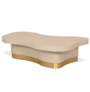 Wavy coffee table in white lacquer with brass base and modern design