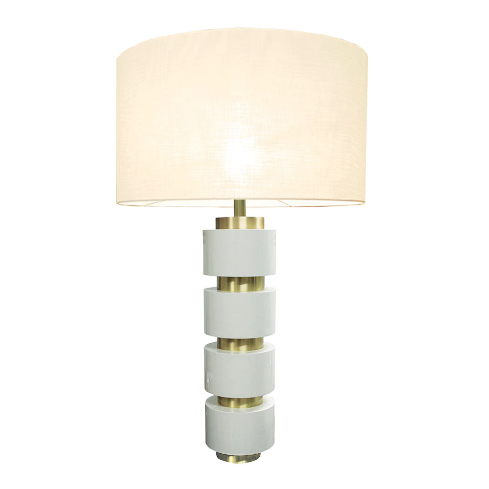 Modern lacquer table lamp in white lacquer with brass rings